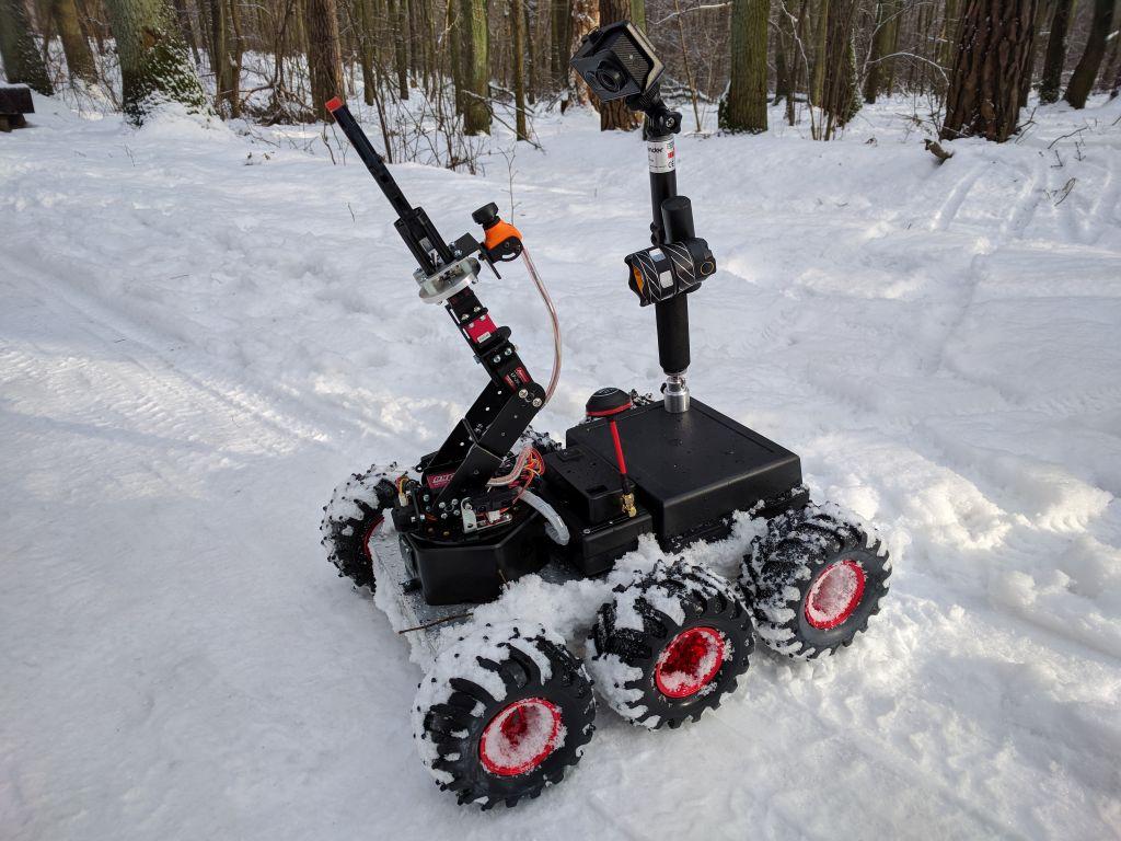 6wd_mobile_robot_snow3